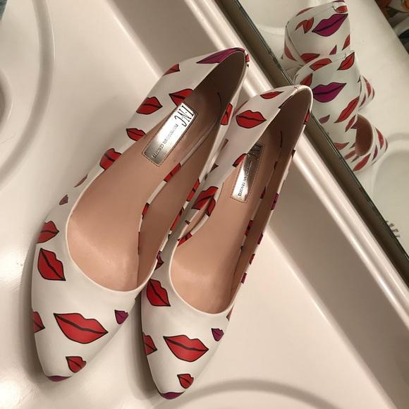 ed10cd162fb Kiss Lips INC heels 9M